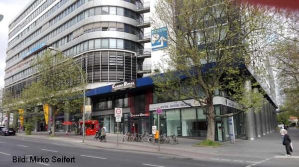 Berlin, Mai 2017: geschlossene Ladenpassagen im Landsberger Forum.